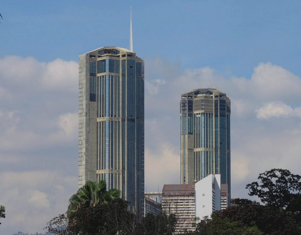 Edificios emblemáticos de de Carcas, ciudad donde se desarrolló el taller Camino Legal al Éxito.