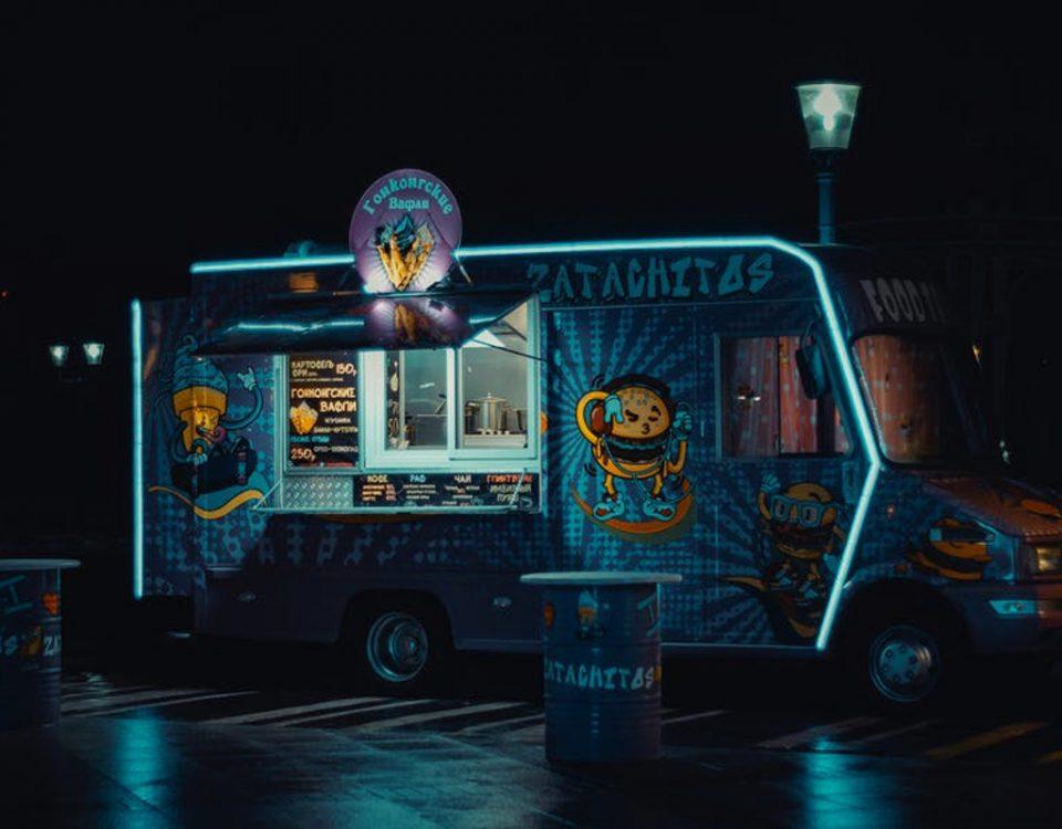 Food Truck de hamburguesas en la noche