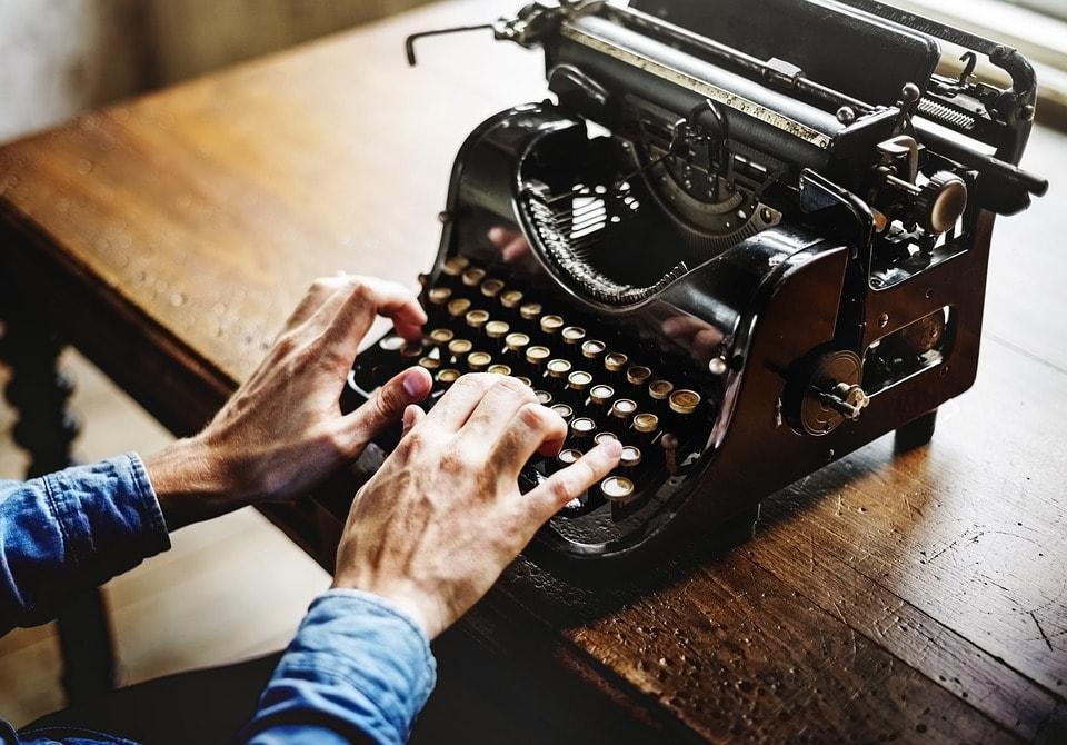 Escritor que desea hacer de su creatividad un negocio rentable